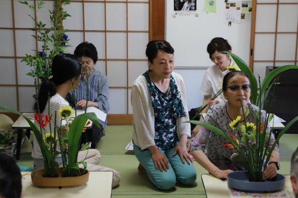 På Ikebana-kursus i Japan
